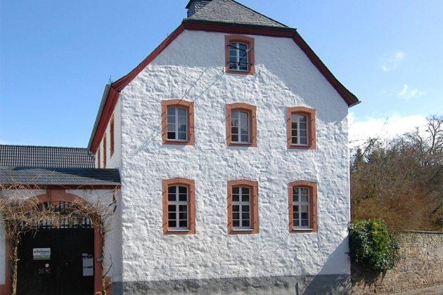 Schleiden-Olef: Pfarrhof, 1.060 qm Grundstück